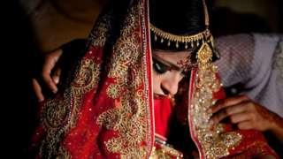 Woman wey dey prepare for Bangladesh