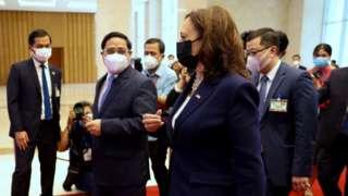 Phó Tổng thống Mỹ Kamala Harris gặp các quan chức chính phủ VN tại Hà Nội hôm 25/8/2021