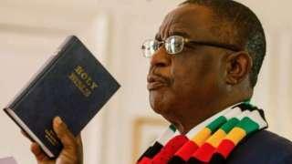 Visi Perezida Constantino Chiwenga yitezweho gushyira minisiteri y'ubuzima ku murongo