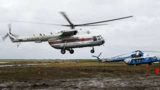 Место посадки вертолета около разлива топлива в Норильске