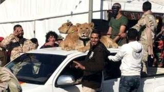 سات الکانی بھائیوں میں سے تین اب مر چکے ہیں اور دیگر جون 2020 میں لیبیا میں اقوام متحدہ منظور قومی حکومت کی وفادار افواج کے خوف سے فرار ہوگئے
