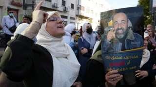 Palestinian woman protests over death of Nizar Banat (27/06/21)