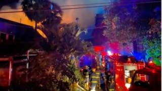မီးလောင်မှုဟာ အရက်ချက်စက်ရုံက စက္ကူကဒ်ဖာတွေထားတဲ့ ပေ ၅၀ ၁၅၀ အကျယ် ဂိုထောင်မှာ ဖြစ်ခဲ့