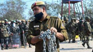 शेतकरी आंदोलन: आंदोलकांविरोधात सिंघू बॉर्डरवर स्थानिक उतरले रस्त्यावर