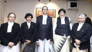 प्रधान न्यायाधीश एन भी रमाना महिला न्यायाधीशहरूसँग