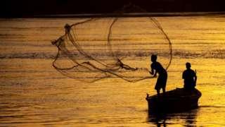 கடலின் நடுவே பாட்டுச் சத்தம் - மீனவர்களுக்கான பிரத்யேக வானொலி