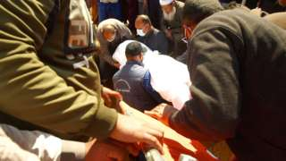 Abdel Manaam Mahmoud buries his brother Esmail
