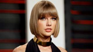 Taylor Swift arrives at the Vanity Fair Oscar Party in Beverly Hills, California