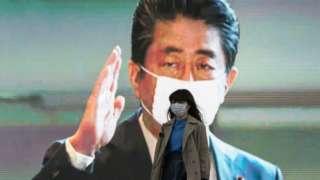 Премьер-министр Абэ в маске