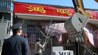 北京市内各地均在进行违章建筑整治