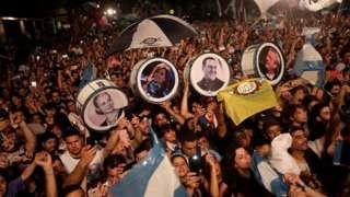 Peronistas comemoram a vitória de Alberto Fernández e Cristina Kirchner
