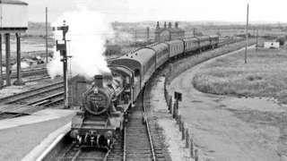 Trên yn cyrraedd gorsaf Afonwen yn 1962