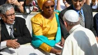 Margueritte Barankitse aramukanya na Papa Francis