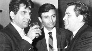 राज कपूर (दाएं), दिलीप कुमार (बाएं) और देव आनंद (बीच में) एक संगीत कार्यक्रम में