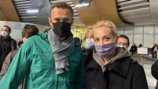 Alexei Navalny (kiri) dan istri Yulia (kanan), Rusia