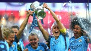 Manchester City captain Steph Houghton lifts the Women's FA Cup