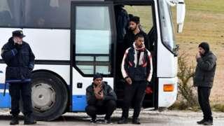 Migrants' buses stuck on road near Lipa camp, 30 Dec 20