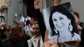 كشفت الصحفية عن قضايا الفساد في مالطا