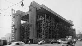Museu de Arte de São Paulo Assis Chateaubriand em construção, projeto de Lina Bo Bardi, avenida Paulista, São Paulo, 1966