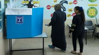 Israeli Arab woman casts her vote (020320)