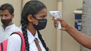 Schoolgirl in Colombo being thermally scanned