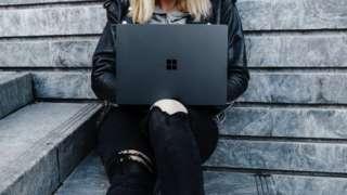 Двчина з ноутбуком