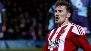 Walsall signing Dan Scarr