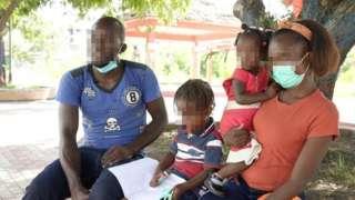 O haitiano Patrick, a mulher e os dois filhos brasileiros
