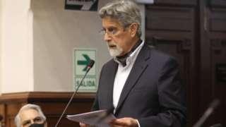Francisco Sagasti fala no Congresso peruano