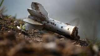 納戈爾諾—卡拉巴赫地區交戰現場上一截炮彈殘骸(20/10/2020)