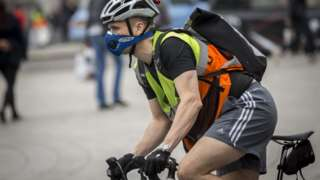 Cyclists wear masks against pollution in London