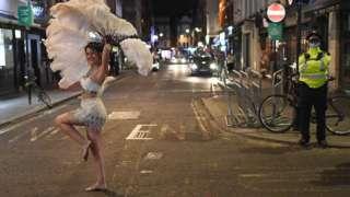 Танцовщица в лондонском Сохо