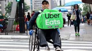 Luciano Oliveira em cadeira de rodas