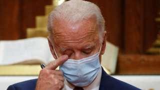 Joe Biden emocionado