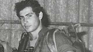 كان نتنياهو برتبة كابتن في وحدة القوات الخاصة (الكوماندوز) سيرت ماتكالا عام 1970
