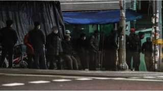 지난 4일 오전 서울 구로구 남구로역 인근 인력시장에서 일용직 근로자들이 일거리를 구하기 위해 기다리고 있다