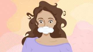 Ilustración de mujer con una toallita en su boca