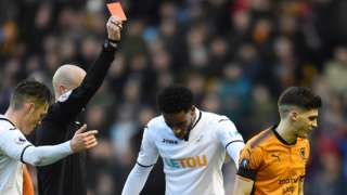 Red card shown to Vinagre