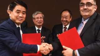 Ông Nguyễn Đức Chung (trái)