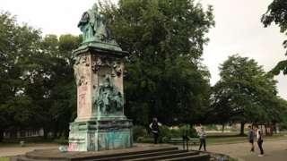 Queen Victoria statue vandalised