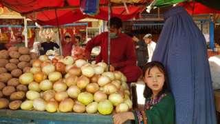 Афганки на рынке.