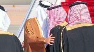 ولیعهد عربستان سعودی به استقبال امیر قطردر فرودگاه رفت