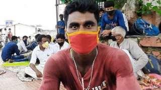 కొందరు ప్రయాణ సమయానికి 15-16 గంటల ముందే విమానాశ్రయానికి చేరుకుంటున్నారు