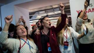 Opposition supporters celebrate their candidate's lead in elections for mayor of Istanbul after Turkish local elections, 1 April 2019