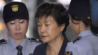 Former South Korean President Park Geun-hye (C) arrives to stand the second trial session over her alleged bribery at the Seoul Central District Court in Seoul, South Korea, 25 May 2017 (reissued 6 April 2018).
