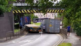 Stuck lorry on Gringer Hill