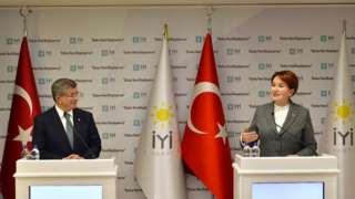 Ahmet Davutoğlu ve Meral Akşener