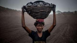 कोळसा खाणीत काम करणारा मुलगा