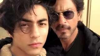 आर्यन खान शाहरुख खानसोबत