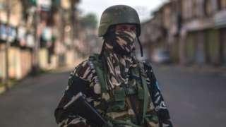 370 हटने के एक साल पूरा होने से पहले जम्मू-कश्मीर में सरपंच को गोली मारी, फारुख़ ने पार्टियों की बैठक बुलाई